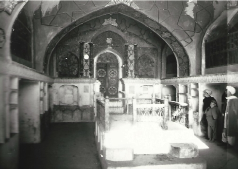 The Mullah Garji, or Mullah Ashur Synagogue, in 1973 (now mostly in ruins); interior view showing the richly painted west wall with the aron ha-qodesh (ark) against the western wall (courtesy of Werner Herberg, 1973)