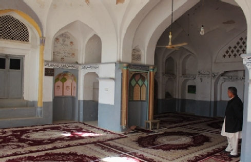 The Gol Synagogue or Gulaki Synagogue converted into the Hazrat Belal Mosque with the mihrab (prayer niche) as the most sacred part of the qibla (direction facing Mecca), 2015 (photo by Sarajudin Saraj, courtesy of www.museo-on. com)