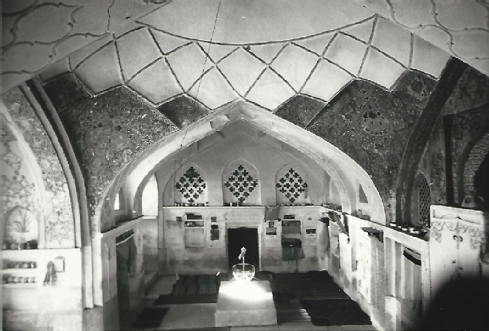 Fig. 7 The Mullah Yoav Synagogue used as a living room in 1973 - Courtesy of Werner Herberg, 1973